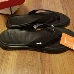 New in box womens nike ultra celso thong sandals